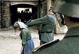 """kadr z filmu """"Unsere Mütter, unsere Väter"""""""